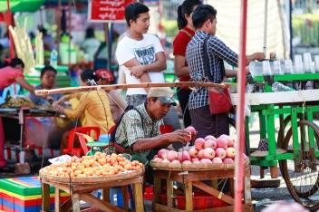 Promenade dans les rues de Yangon
